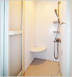 シャワーのみの浴室